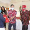 Wagub Kandouw Serahkan 19.019 Paket Bansos Bagi Warga Mitra dan Minahasa